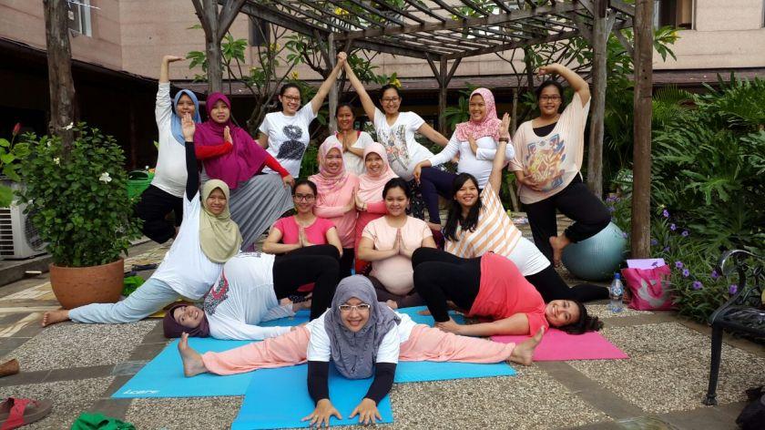 prenatal yoga GBUS Duren Sawit